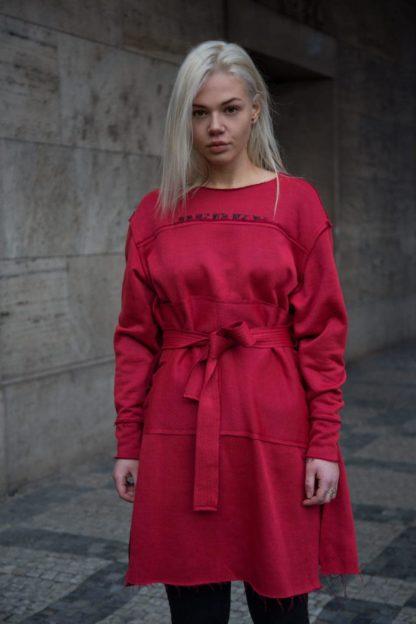 Mikinové šaty s dlouhým rukávem v červené barvě, Pavel Berky